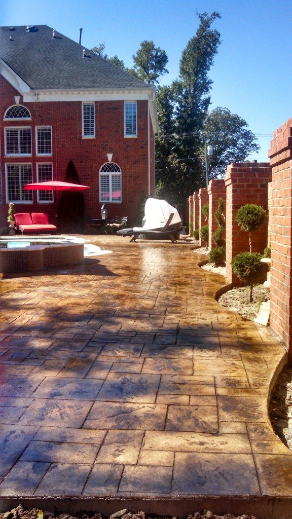 Stamped pool deck with scalloped edges